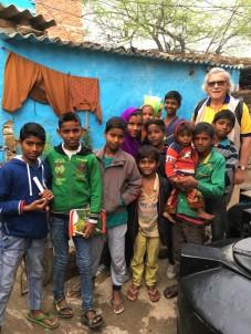 thumbnail_Terry with Delhi slum kids